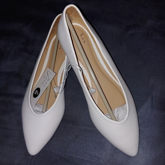 Womens White Pointed Toe Ballet Flats